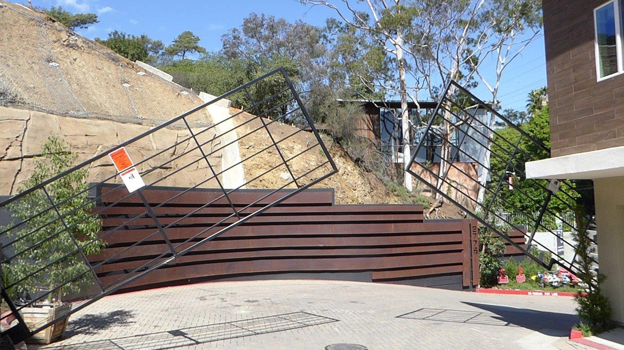 Vertical Pivot Gate at Cahaunga Condos-Cornhusker