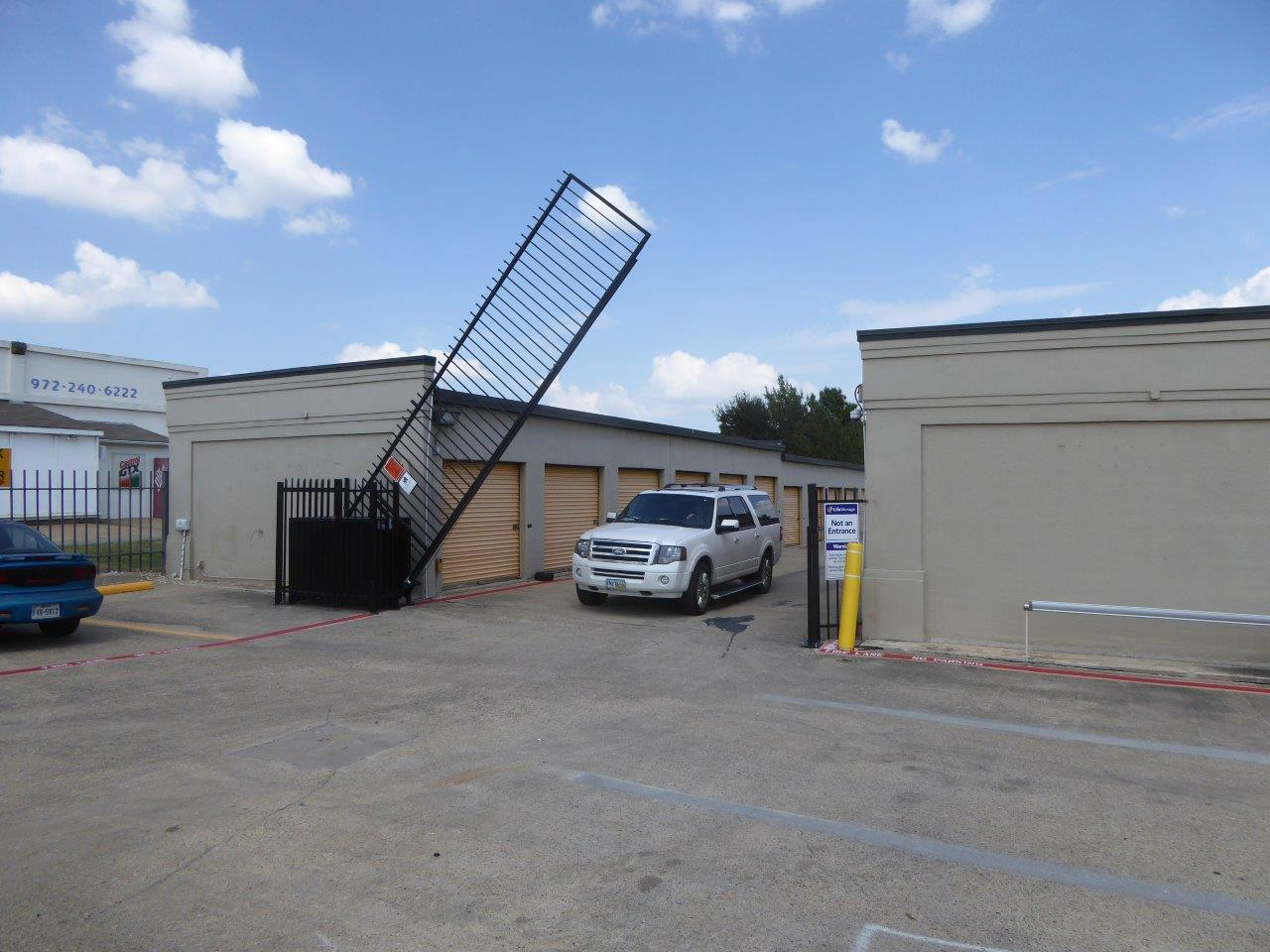 Vertical Pivot Gate System at Life Storage in Dallas